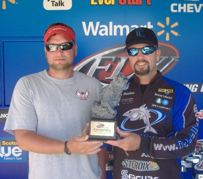 Hooker hutchins tie for win at walmart bass fishing for Fishing license va walmart
